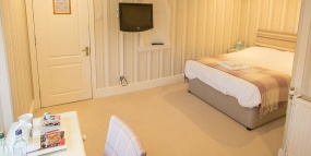 Banner-Rooms-3